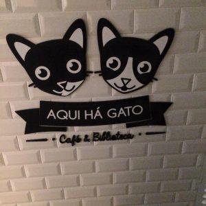 Bar a chats Aqui Ha Gato - Café et Bibiothèque - Lisbonne