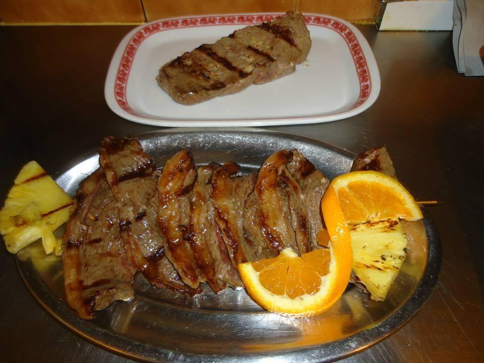 brochette-de-viande-grillee-pregoeiro-de-carnide-restaurant-lisbonne