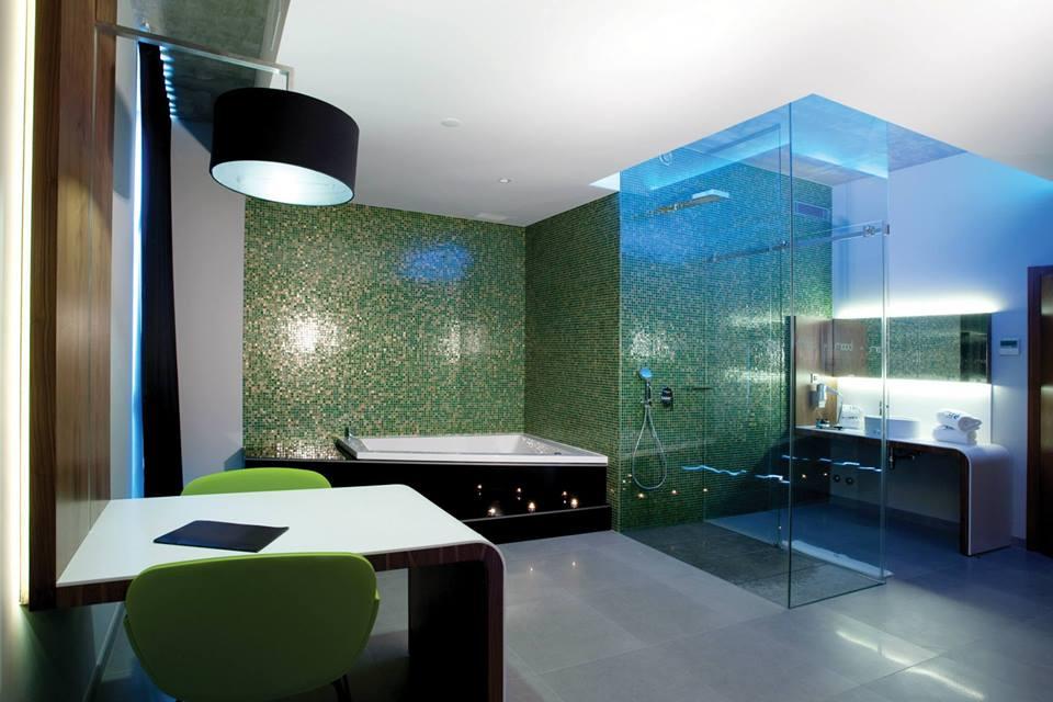 Mood Motel Private Suites - Salle de bain avec jacuzzi prive ...