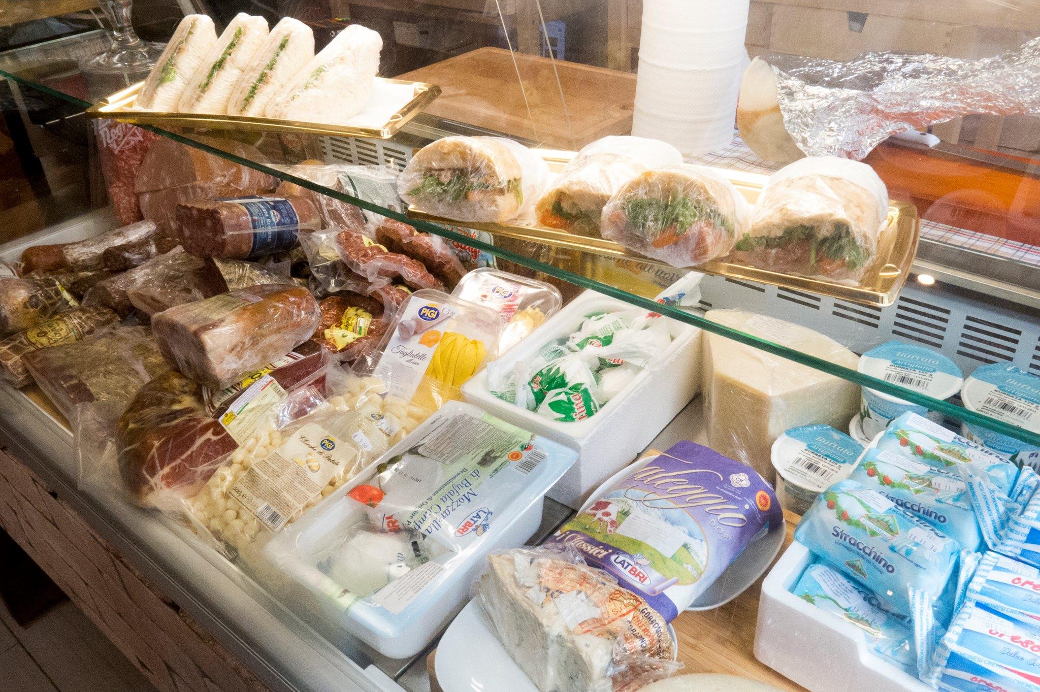 Comptoir charcuteries et fromages - La Bottega - Epicerie italienne - Lisbonne