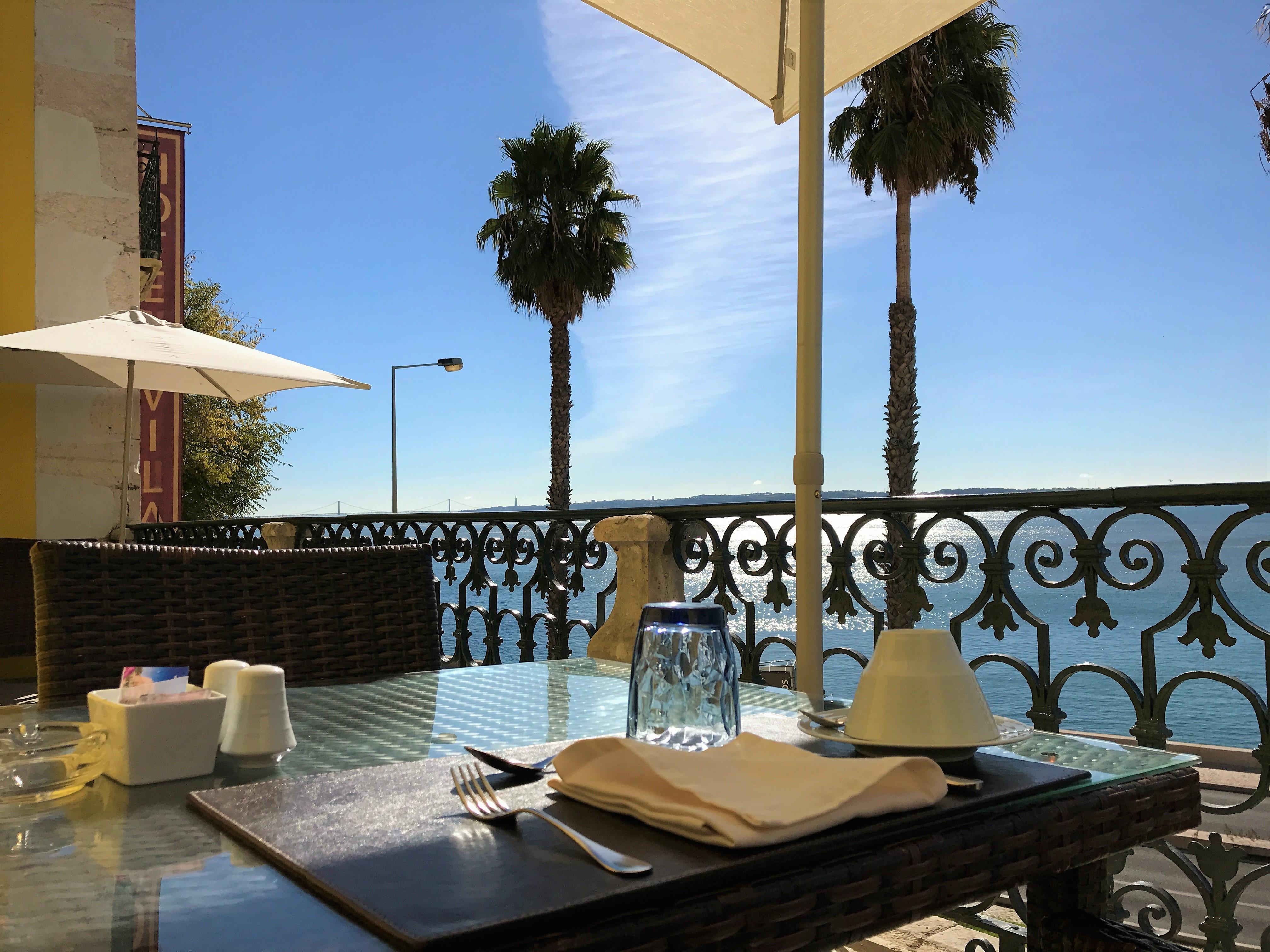 Terrasse du restaurant du Vila Gale Palacio dos Arcos - Hotel 5 etoiles pres de Lisbonne